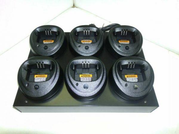 Шестиместное зарядное устройство PMLN6598RD для радиостанций Motorola CP-040/140/160/180, DP-1400